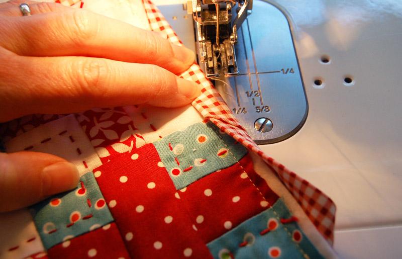 A Machine Sewn Binding | Bloomin' Workshop : how to machine bind a quilt - Adamdwight.com
