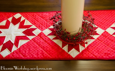 Merry-n-Bright-tablerunner-close